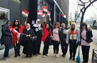 """عشرات السيدات يهتفن """"تحيا مصر"""" خلال تصويتهن في الاستفتاء بأمريكا  صور"""