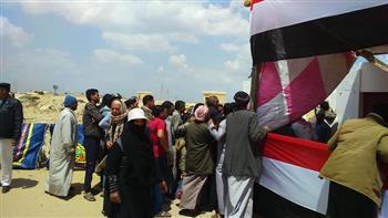 اصطفاف المواطنين بلجان قرى القنطرة شرق بالإسماعيلية للتصويت على التعديلات الدستورية