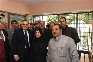 محافظ الشرقية يتفقد لجنة مدرسة عبد الحكيم حسن أباظة بالزقازيق | صور