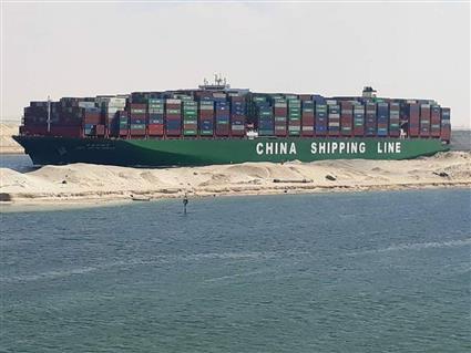 عبور 57 سفينة قناة السويس بحمولة 3 ملايين و700 ألف طن