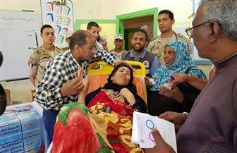 نقل مريضة إلى لجنة استفتاء بأسوان | صور
