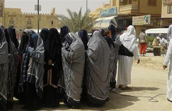 برغم التقاليد الشديدة.. المرأة السيوية تشارك بكثافة في الاستفتاء | صور