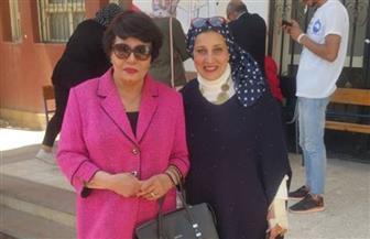 فردوس عبد الحميد تدلي بصوتها في الاستفتاء على التعديلات الدستورية بـ 6 أكتوبر