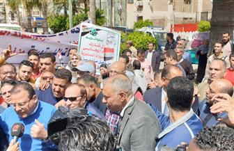 مسيرة عمالية تجوب شوارع الإسكندرية لحث المواطنين على المشاركة في الاستفتاء   صور