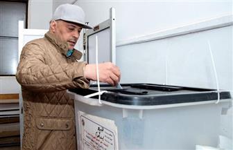عمرو عبد الجليل يدلي بصوته في الاستفتاء على التعديلات الدستورية | فيديو وصور