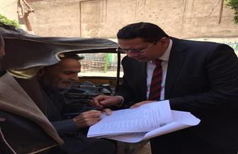 قاضي يخرج من لجنته لمعاونة مريض على الاستفتاء على التعديلات الدستورية
