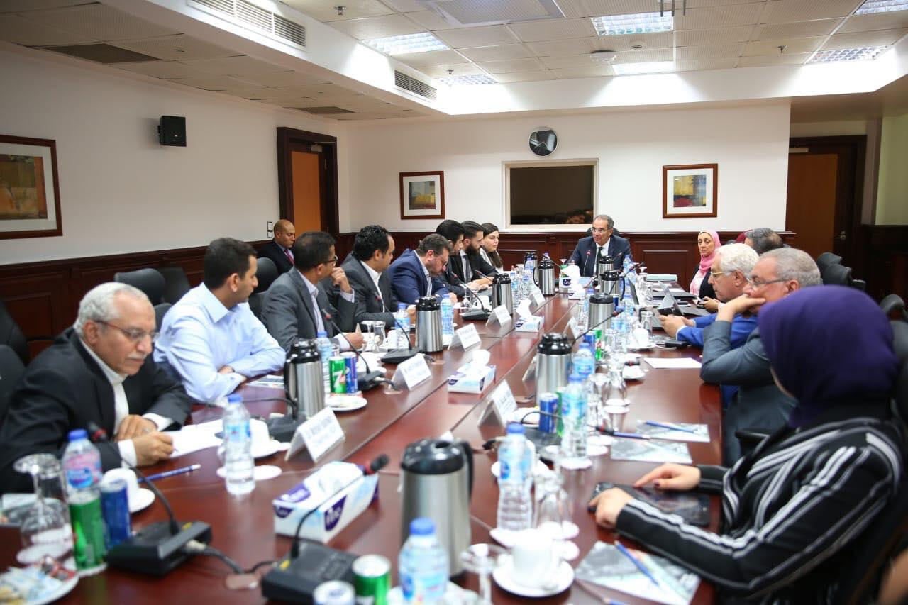 وزير الاتصالات يلتقي بعض الشركات الناشئة العاملة في مجال الذكاء الاصطناعي| صور
