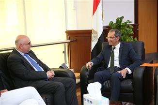 وزير الاتصالات يناقش مع وفد البنك الدولي زيادة انتشار الإنترنت في مصر