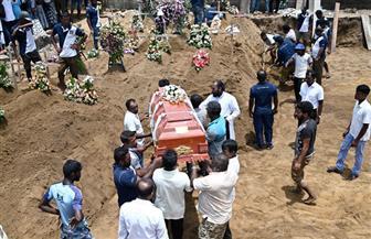ملامح الحزن تخيم على المواطنين في سريلانكا أثناء دفن ضحايا تفجيرات الأحد | صور