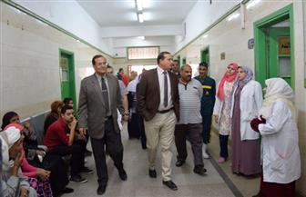 شركة النظافة تتسلم مهام عملها بمستشفى سوهاج الجامعي لتحسين الخدمة | صور