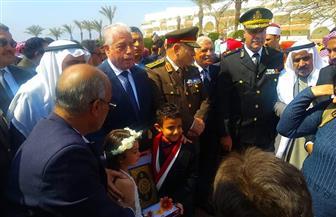 فودة يضع إكليل الزهور على النصب التذكاري للجندي المجهول في طور سيناء