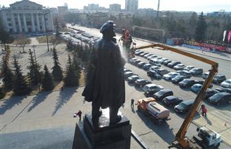 اهتمام بتمثال فلاديمير لينين في روسيا | صور