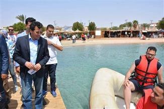 وزير الرياضة يشهد فعاليات البرنامج الأول لتعليم الألعاب البحرية والإنقاذ بشرم الشيخ  صور