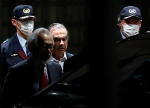 غصن يطلب من القضاء الياباني إلغاء محاكمته بدعوى سوء سلوك الادعاء العام