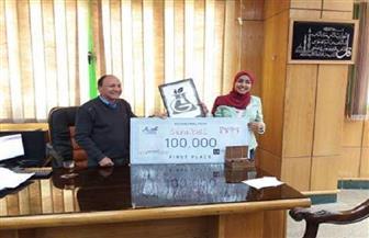 طالبة بزراعة سوهاج تفوز بـ100 ألف جنيه بعد تصنيعها سمادا صديقا للبيئة | صور