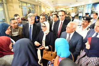 وزيرة الصحة تودع الأطباء المسافرين للتدريب على التأمين الصحي.. ومحافظ بورسعيد: أمامكم فرصة تاريخية