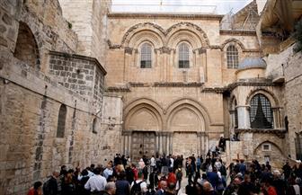 """أقباط القدس يشعلون الشموع احتفالا بـ""""النور المقدس"""" وسط تشديدات أمنية إسرائيلية مكثفة   فيديو"""