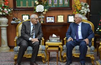 رئيس جامعة المنصورة يزور محافظ الدقهلية لتهنئته بعيد القيامة