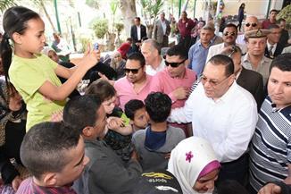 محافظ الشرقية يشارك المواطنين احتفالاتهم بعيد الربيع في نادي النهر | صور