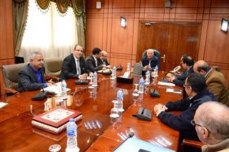 محافظ بورسعيد يلتقي مدير جمعية المحاربين القدماء