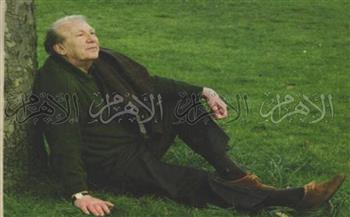 في ذكرى رحيله الـ21.. نزار قباني الدبلوماسي الذي ملأ الأرض شعرا| صور