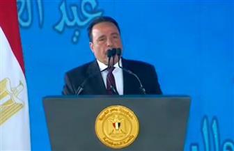 """""""اتحاد عمال مصر"""" يهدي الرئيس السيسي درع """"حكاية وطن"""" خلال احتفالية عيد العمال"""