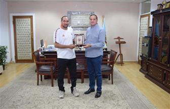 """جامعة سوهاج تكرم مدرب منتخب مصر للكرة الشاطئية """"سيدات""""   صور"""