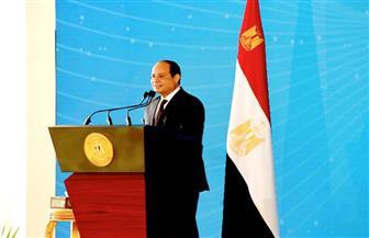 """الرئيس السيسي ممازحا عمال مصر: """"إللي وزنه تقيل يبقى مبيشتغلش"""""""