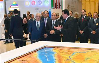 الرئيس السيسي يتفقد معرض المنتدى العالمي للبحث العلمي| صور