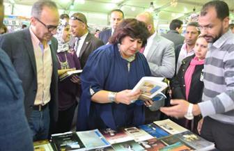 وزيرة الثقافة تتفقد معرض الإسكندرية للكتاب.. وتقرر إعادة إقامته في الصيف |صور