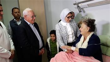 وزيرة الصحة ومحافظ بورسعيد يزوران الفدائية زينب الكفراوي بمستشفى بورسعيد العسكري