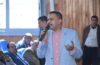 رئيس لجنة الشباب بالبرلمان يروي قصة نجاحه لطلاب جامعة كفر الشيخ | صور