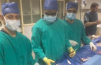 فريق طبي بجامعة أسيوط ينجح في إجراء جراجة خطيرة للأوعية الدموية| صور