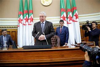 الصحفي الذي أصبح رئيسا مؤقتا.. من هو عبدالقادر بن صالح خليفة بوتفليقة بالجزائر؟| فيديوجراف
