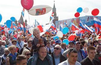 عشرات الآلاف يشاركون في موكب النقابات بمناسبة عيد العمال في موسكو