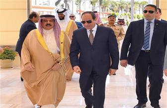 الرئيس السيسي يودع ملك البحرين بمطار القاهرة الدولى | صور وفيديو