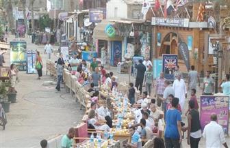فى ذكرى العاشر من رمضان.. أهالي دهب ينظمون أطول مائدة إفطار رمضاني | صور