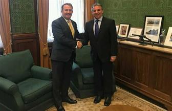 سفير مصر في لندن يلتقي وزير التجارة الدولية البريطاني تحضيرا لزيارته للقاهرة