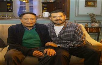 عمرو يوسف ينشر صورا تجمعه بالزعيم عادل إمام بمناسبة عيد ميلاده
