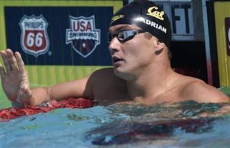 السباح الأمريكي أدريان  يقهر السرطان ويعود إلى السباحة من جديد
