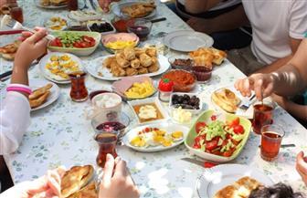 لمن يتناولون وجبة الإفطار بسرعة.. نصائح لتجنب الحموضة واضطرابات الهضم