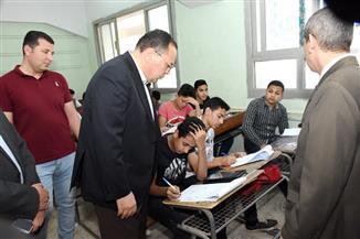 محافظ الشرقية يتفقد لجان امتحانات الصف الأول الثانوي بالزقازيق | صور