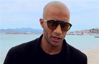 محمد رمضان لمشاهديه: انتظروا مفاجأة  كبيرة من باريس قريبا | فيديو