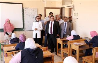 1335 طالبا وطالبة أدوا الامتحانات إلكترونيا بالصف الأول الثانوى فى الوادى الجديد | صور
