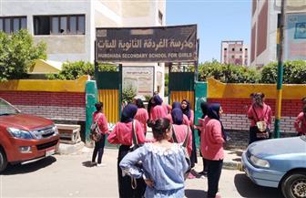 حالات بكاء وشكاوى بين طلاب الصف الأول الثانوي بالبحر الأحمر عقب انتهاء امتحان التابلت   صور