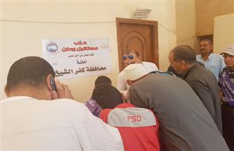مستقبل وطن بكفر الشيخ ينظم قافلة طبية لمرضى العيون بقرية أبو ريا | صور
