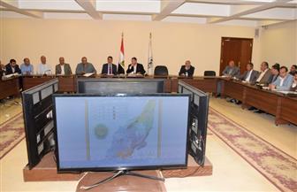 محافظ بني سويف يجتمع مع اللجنة المشرفة على توريد القمح| صور