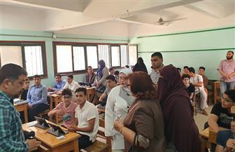 طلاب الصف الأول الثانوي بكفر الشيخ يؤدون امتحان الأحياء إلكترونيا في 59 مدرسة | صور