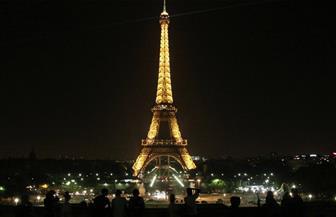 """الشرطة الفرنسية تخلي برج """"إيڤل"""" بعد محاولة شخص تسلقه"""