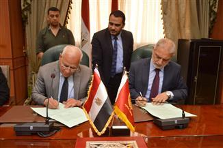 محافظ بورسعيد يوقع عقد أكبر مصنع نسيج بالمنطقة الصناعية